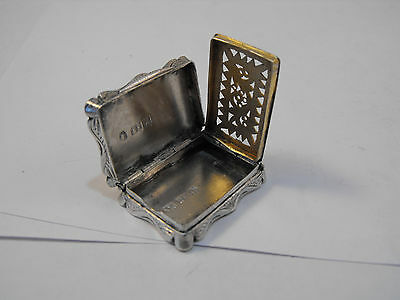 Solid silver vinaigrette with gilded interior, Birmingham 1845 Edward Smith
