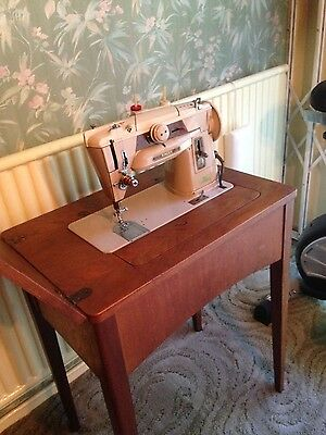 Electric Singer sewing machine 70's