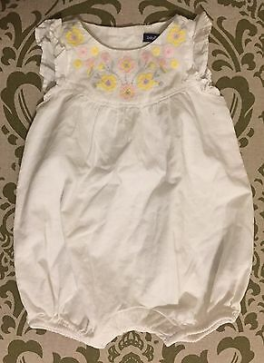 Baby Gap Size 0-3 Months Romper White One-Piece Flutter Sleeve Flower Embroidery