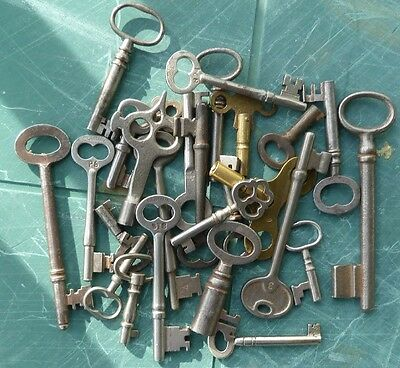 25  Assorted Antique Keys Skate Padlock  Skeleton  Cabinet  Mortise Lock  Clock