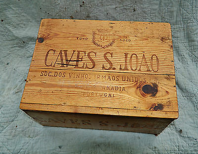 VINTAGE ADVERTISING WOODEN WINE BOX / 12 BOTTLE CRATE with LID * 1973 CAVES JOAO
