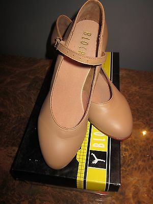 "Bloch Character Shoe Tan #S0306L Size 5.5M 2.5""Heel New with Box"