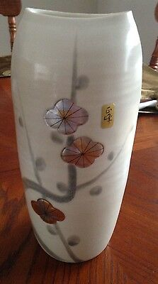 Tajimi pottery vase with Ribbed Surface Beautiful Foil and painted design