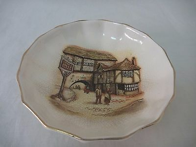 Lancaster & Sandland, The Jolly Drover round scalloped edge dish