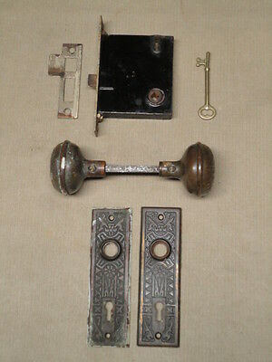 Set Antique Victorian Bronze Doorknobs & Backplates w/ Lockset & Key  'KS2'