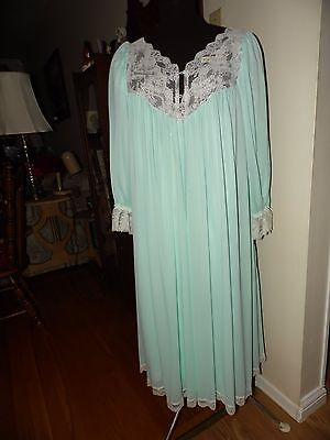 VTG. 2 pc Miss Elaine Lingerie Nightgown and Robe~Size M~Medium Length~Aqua