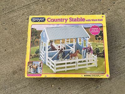 Breyer Country Stable Barn with Wash Stall