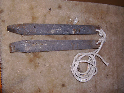 2-Old-CAST-IRON-Antique-WINDOW-SASH-WEIGHTs-6-lb-ROMAN-NUMBERS-VI-Vintage-Lot