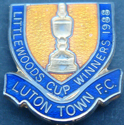 LUTON TOWN FC Rare 1988 LITTLEWOODS CUP WINNERS Badge Brooch pin 23mm x 26mm