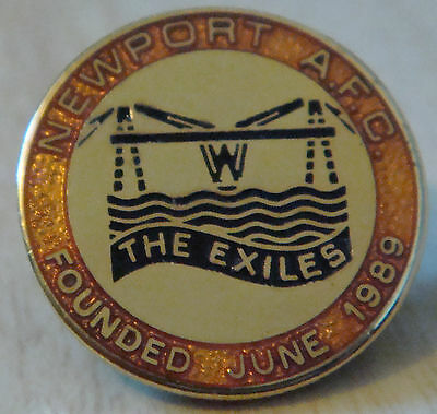NEWPORT COUNTY FC The EXILES 1989 Club crest Badge Brooch pin In gilt 22mm Dia