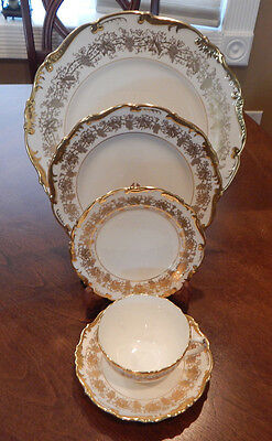 "Coalport ""hazelton"" Pattern White W/gold Trim 5 Pc. Place Setting (S) England"