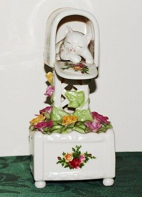 Royal Albert 1962 Old Country Roses Wind Up Musical Cat in the Letterbox