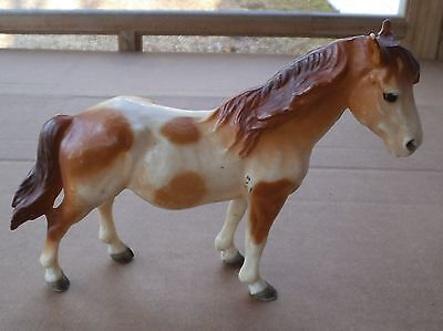 Vintage Hard Molded Plastic Pinto Spotted Toy Horse Detailled