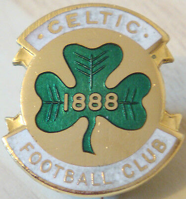 CELTIC Vintage Club crest type badge Brooch pin in gilt 24mm x 27mm