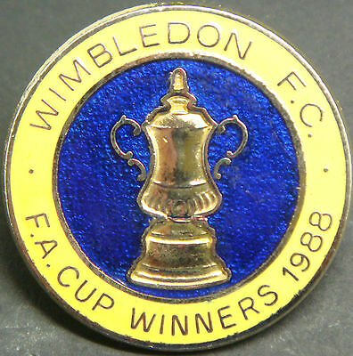 WIMBLEDON AFC Rare vintage 1988 FA CUP WINNERS Badge Brooch pin In gilt 29mm Dia