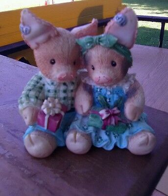 """Enesco 1995 This Little Piggy """"Merry Kisses And Hogs"""" Figurine #145858"""