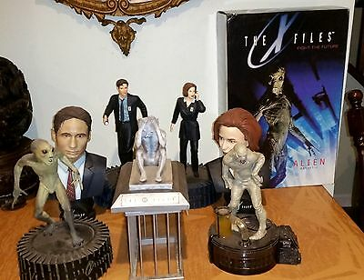 8-X-Files Sculptures in original boxes + 3 XFiles Series1 figures