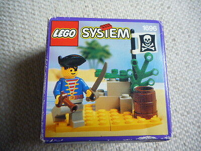 Lego Pirates set 1696 Pirate Lookout -  100% Complete Used Condition!
