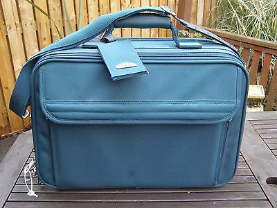 "Vintage Brics Green   Weekend Travel Case 14"" Tall18.5 Width"""