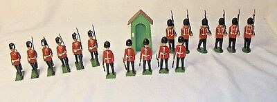 Vintage Set Of 17 Lead  British Guards Of Soldiers  With Sentry House