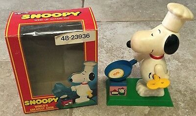 Vintage Peanuts Snoopy Worlds Greatest Cook Animated Wind-Up Action Toy No.835