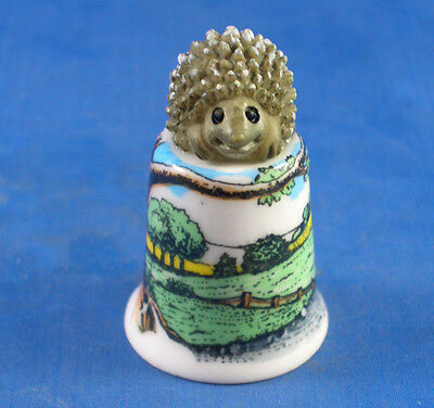 Birchcroft Thimble -- Model Top -- Hedgehog in Countryside
