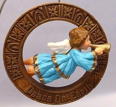 1977 Hallmark ANGEL Peace on Earth NOSTALGIA Christmas Ornament Tree-Trimmer