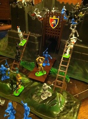 Vintage 1986 Britain's deetail KNIGHT'S SWORD CASTLE Playset w/MARX extras!