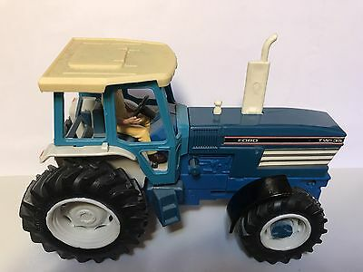 9321 POWERFARM Britains Vintage FORD TW-35 Tractor Scale 1:32