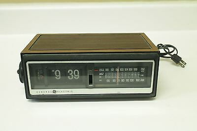 Working General Electric GE Flip Number Clock Radio 7-4305B Wood Finish 70s