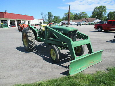 John Deere 2010 Utility Tractor with Loader