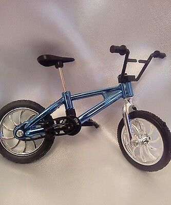 Dolls House Miniature1:12 Childs Modern Bicycle