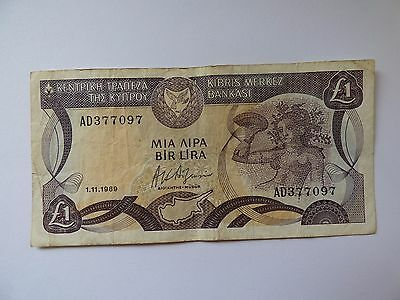 Centrol Bank of Cyprus one pound bank note 1989  No AD377097 As Photo's