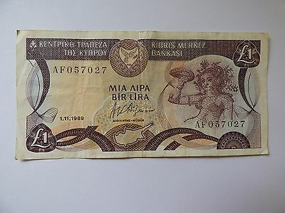 Centrol Bank of Cyprus one pound bank note 1989  No AF 057027 As Photo's