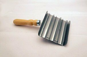 Lincoln Large Metal Curry Comb 8 Rows