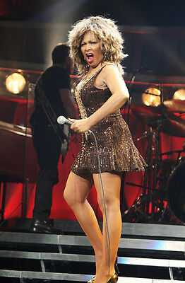 Tina Turner Unsigned Photo - 8131 - Stunning!!!!!