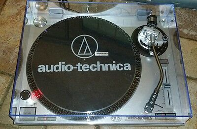 Audio Technica AT-LP120-USB Turntable in good working condition with dustcover