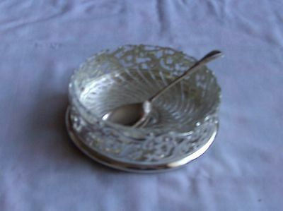 Beautiful silver plated preserve dish with glass liner & spoon diameter 5""
