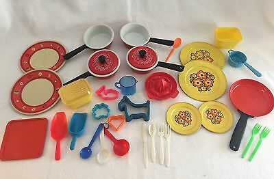 34pc Vintage Child's Cookware Dishes Metal & Plastic Amsco & More Doll-e-Juicer
