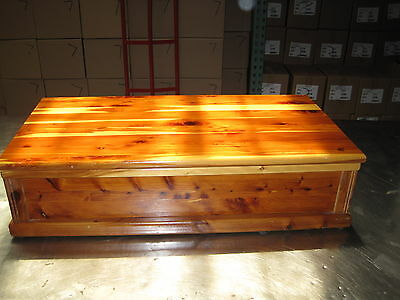 Cedar Chest Unmarked Date Unknown Spacious Sturdy Underbed Storage Coffee Table