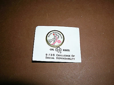 Vintage Girl Scout 1963-1980 SOCIAL DEPENDABILITY Cadette CHALLENGE PIN New!
