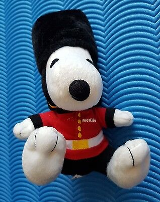 Cute METLIFE Peanuts Snoopy Soft Plush Toy Dressed As British Guardsman Royal