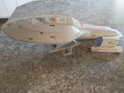 Star Trek Voyager Starship USS Voyager NCC 74656  Toy Model unknown playmates?