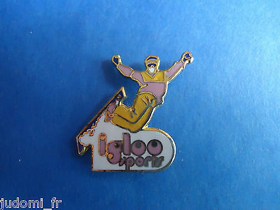 Pin's pin SKI SURF DES NEIGES SNOWBOARD IGLOO SPORT (ref L23)