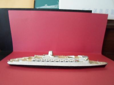 """T.S. Queen Elizabeth 2"", 9"", S.200, metal model, great shape"