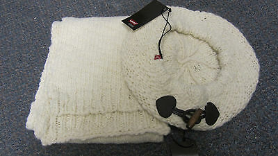 Levi's Girls Cream Knitted Hat & Scarf Set Size T4 (54cm) BNWT