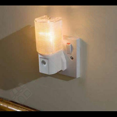 1 New Twin H17 Plug In LED Night Light Low Energy Dusk to Dawn Sensor Cool White