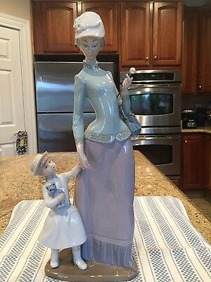 Lladro 1353 Lady With Girl - Mint Condition