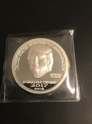 One Pure Ounce Silver Donald Trump Coin Mint Condition president usa .999
