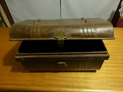 SEA CHEST METAL TRUNK DISPLAY FILM STURDY VINTAGE nw.Sydney